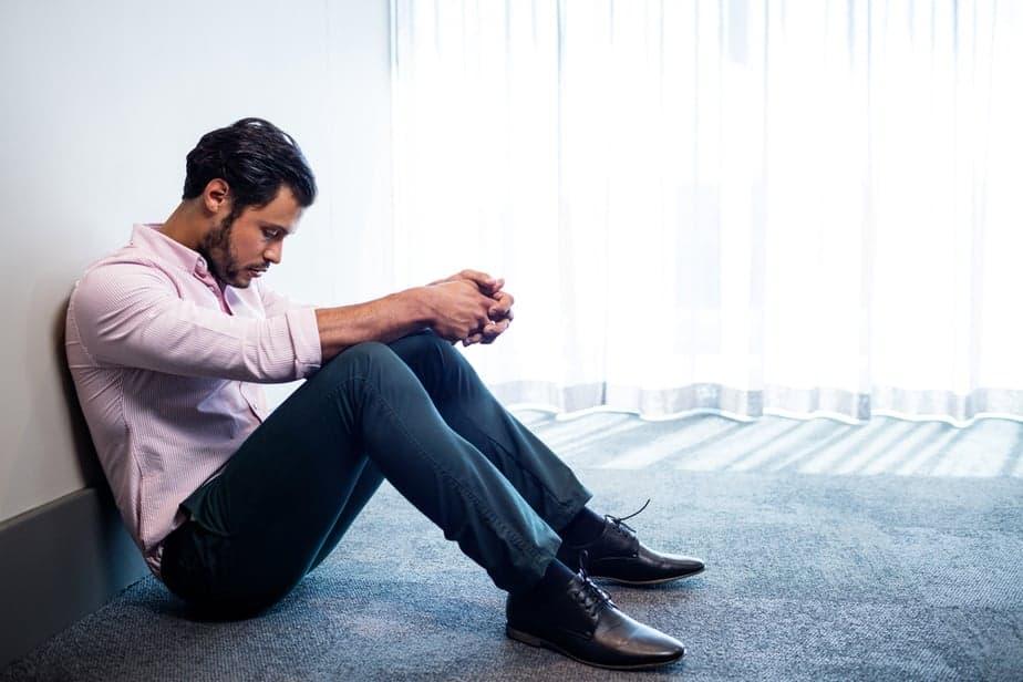 14 Anzeichen, dass er weiß, dass er es vermasselt hat und sich nach der Trennung unglücklich fühlt